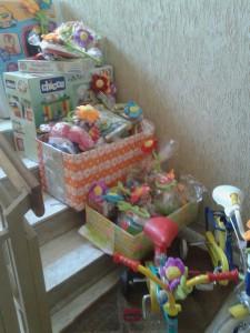 Alcuni dei giochi consegnati ai bambini